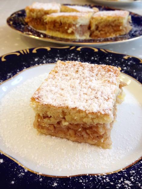 Hungarian apple cake, almás pite