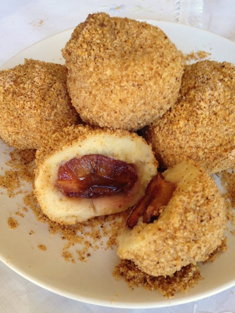Hungarian plum dumpling, szilvásgmobóc