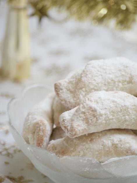 Hungarian Christmas walnut cookie, hókifli