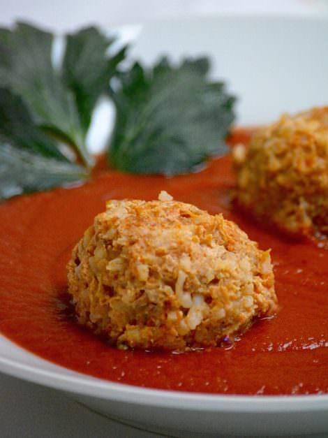 Hungarian meatballs in tomato sauce, Paradicsomos húsgombóc