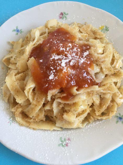 Hungarian pasta with semolina and jam